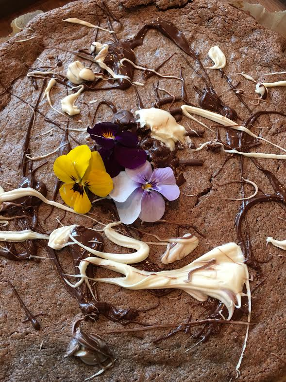 flourless chcoalte cake with pansies on whole cake