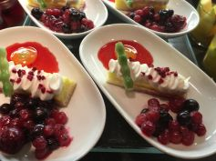 cramim dinner buffet garnished berry mousse