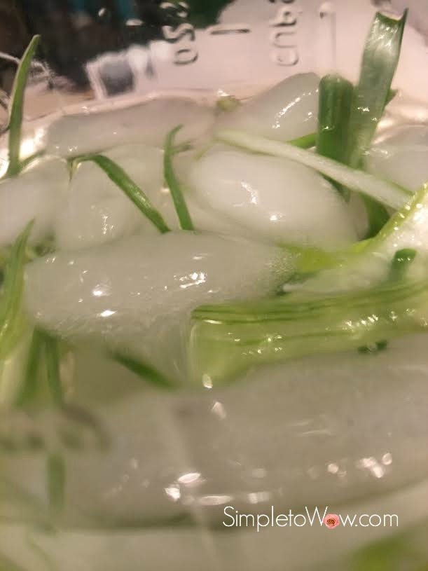 scallion-garnish-in-ice-water