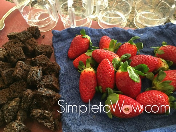 individual-bownie-and-strawberry-trifles-ingredients